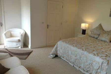 LUXURY BEDROOM ON GOLF COURSE - Ballyneety