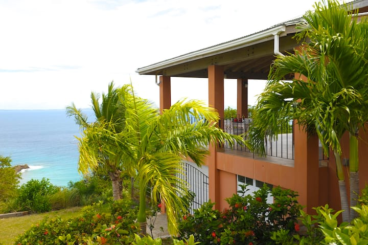 Villa Raven's Nest with Cooling Tradewinds & Pool