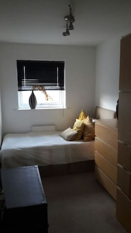 Cosy single room in friendly home.