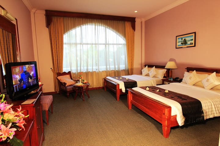 Deluxe Twin Room with City View at Ree Hotel