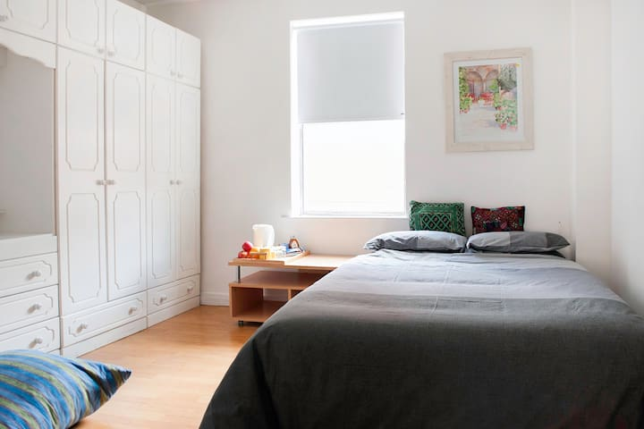 Cozy sunny double bedroom in central South Dublin