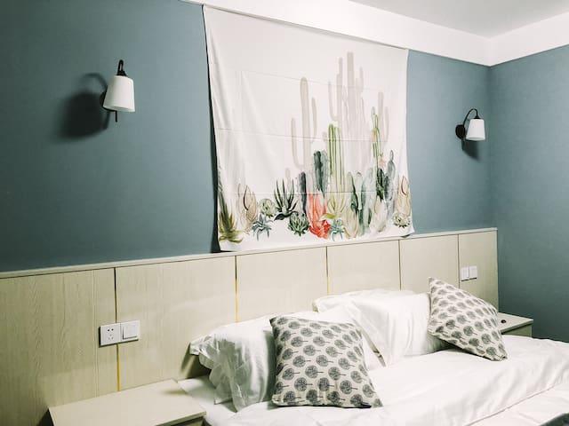 ins风大床房,舒适床垫,独立卫生间