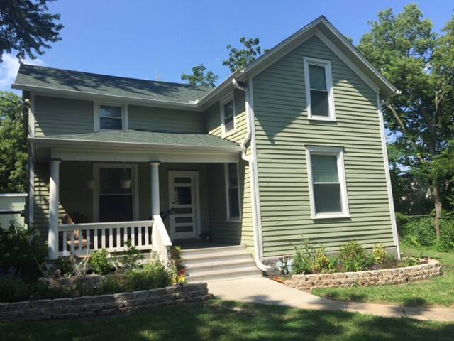 Newly refinished 4br/2bath home near downtown