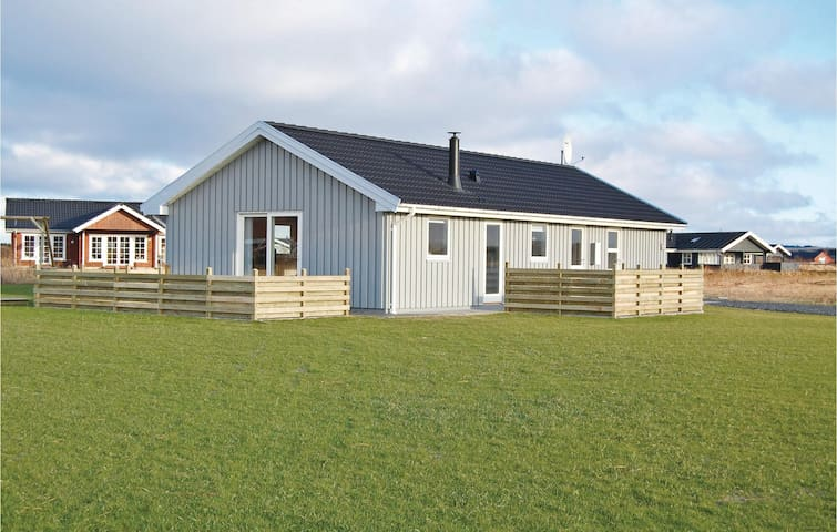 Holiday cottage with 3 bedrooms on 96m² in Harboøre