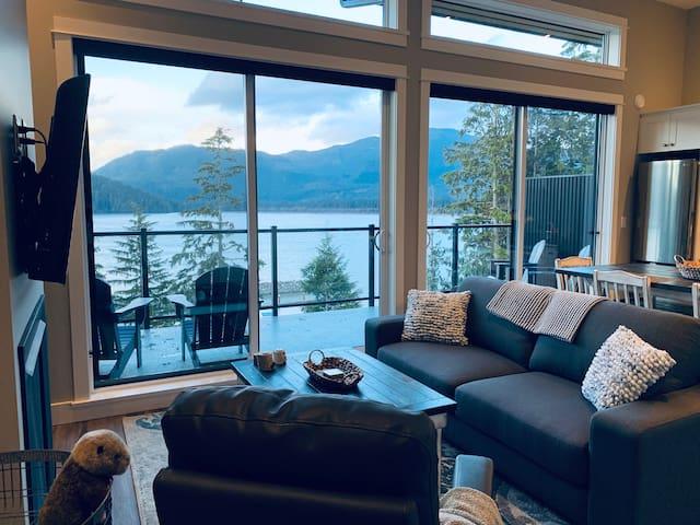 Forest Fox Cottage - New 2 bdrm Luxury Waterfront
