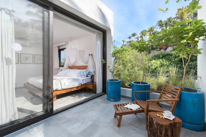 Steps from the Beach, Private Pool & Spa