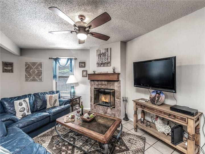 Horse Feathers, 3 Bedrooms, Pool Table, Sleeps 6