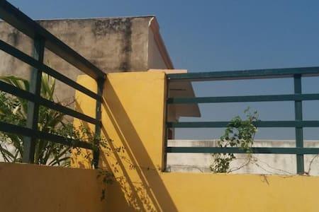 BLOX HOSTEL Right at Assi Ghat - Varanasi - Bed & Breakfast