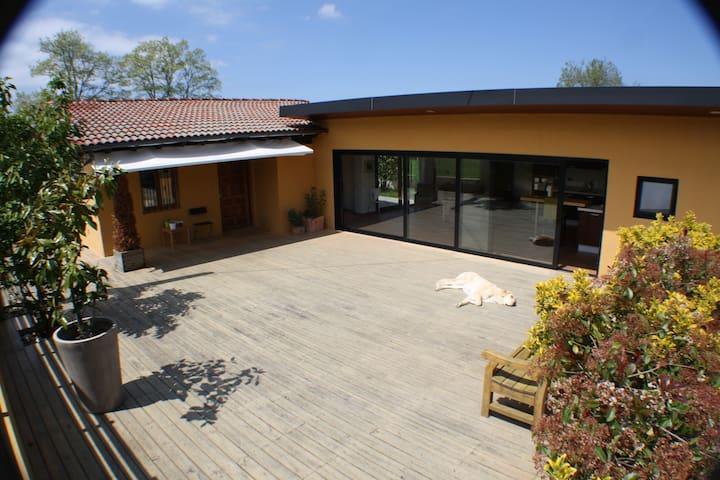 Casa independiente con jardín, Ibio - Mazcuerras