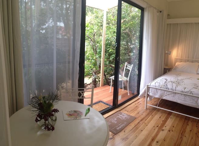 private room & balcony with gdn entrance, free NBN - Highfields - Huis
