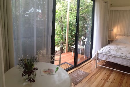 Self cont private room with balcony, gdn entrance - Highfields - Casa