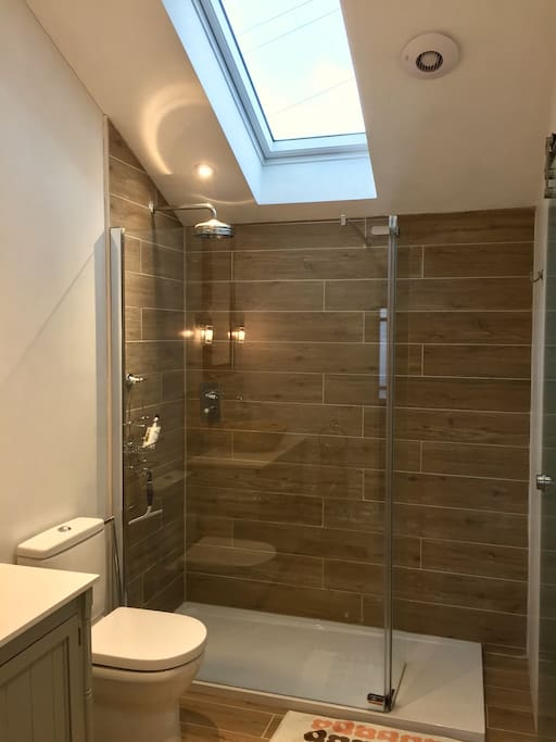 Light and spacious bathroom, with adjoining utility room