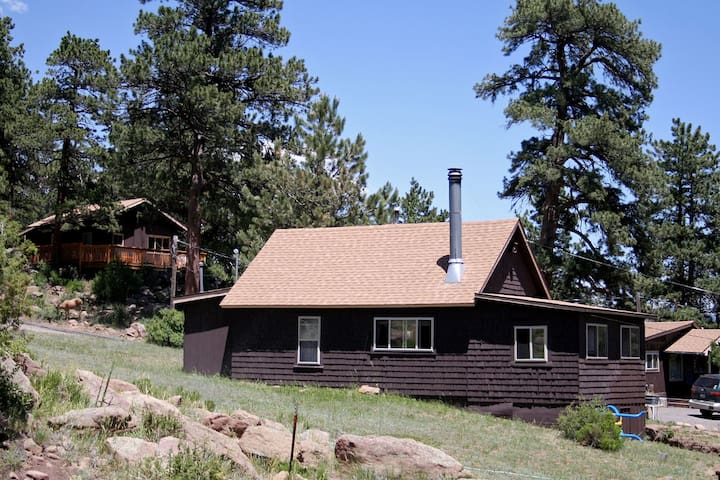 Charming Two bedroom Cabin, Dog Friendly close to National Park