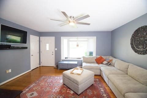 Spacious Home - Centrally Located - Pet Friendly