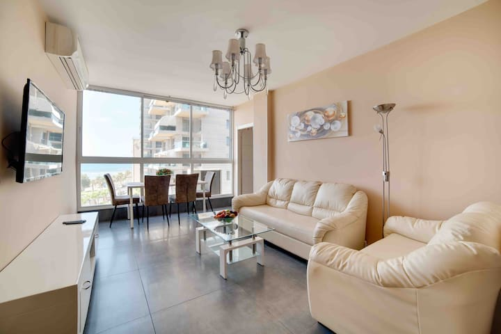 Nice apartment 1-line from the sea, sea view 90м.