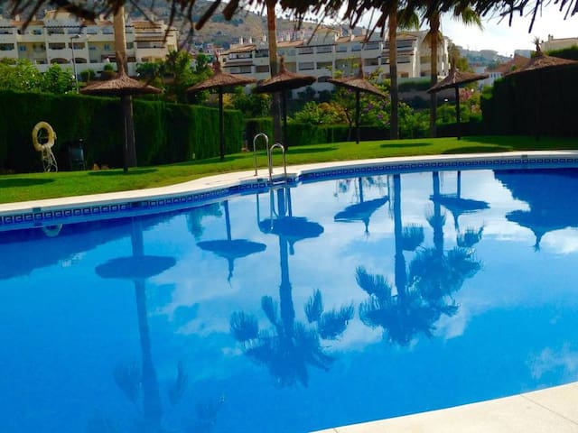 LOVELY DOUBLE ROOM- PRIVATE BATHROOM---ARENAL GOLF