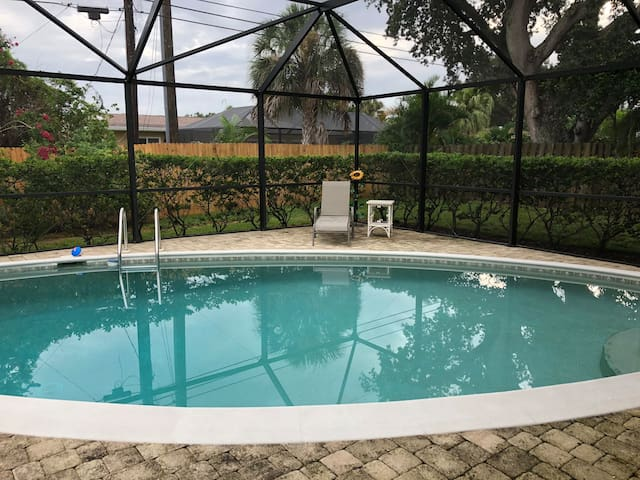 Cozy Florida Pool Home located near Siesta Key