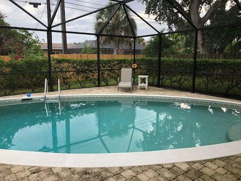 Cozy Florida Pool Home located near Siesta Key