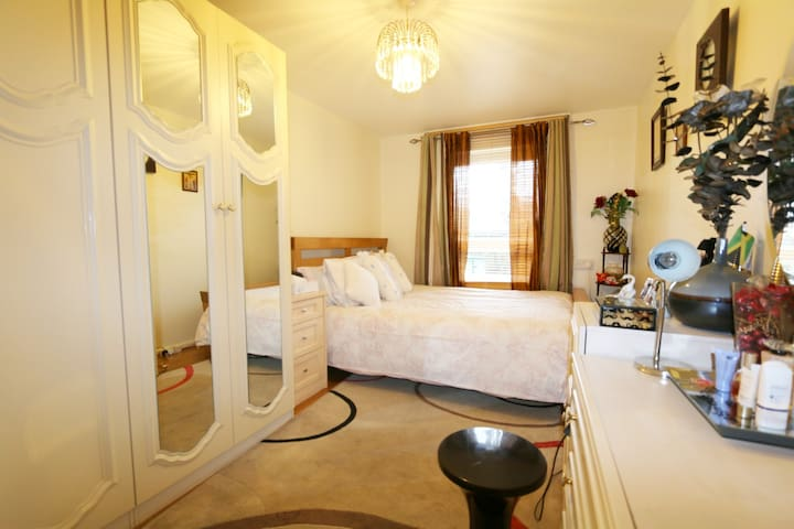 COSY ROOM IN LOCAL AREA, LONDON