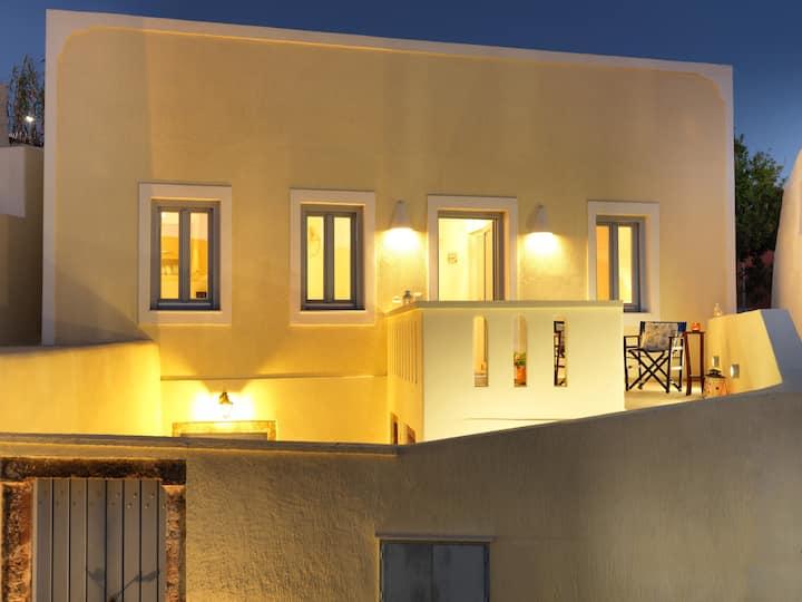 """Blue and White Aura"" Santorini traditional house"