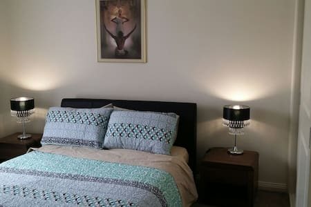 New Bedroom  with full ensuite - Glenroy - Ház