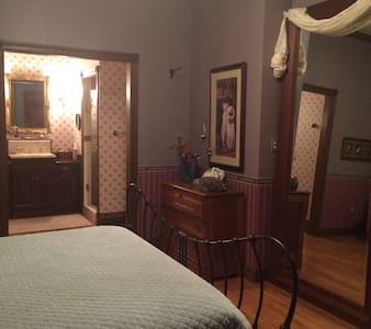 Stately master suite - Cheyenne
