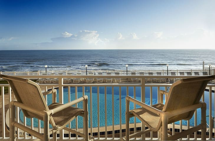 ** DIRECT Oceanfront with Stunning Views - Hear the Waves **