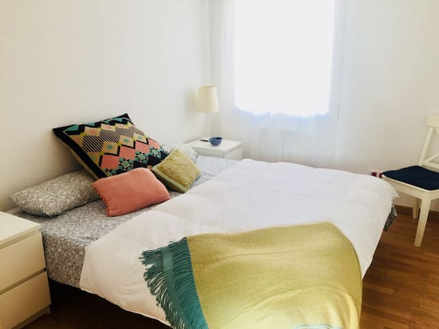 Habitación doble en piso acogedor