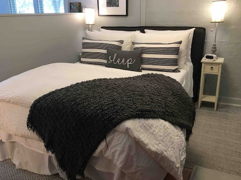Private Cozy Studio Apartment/Historic Hillcrest