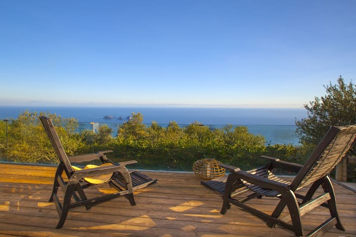 Villa BluGalli with External Jacuzzi, Air Conditioning, Parking and Terraces with Sea View