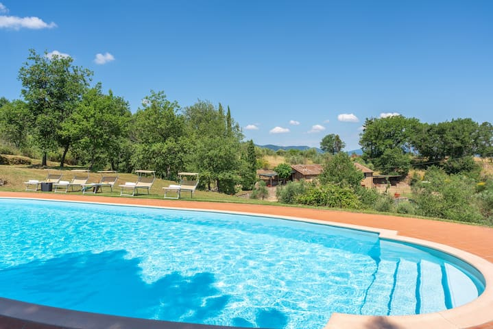 Farmhouse with stunning view, private garden&pool