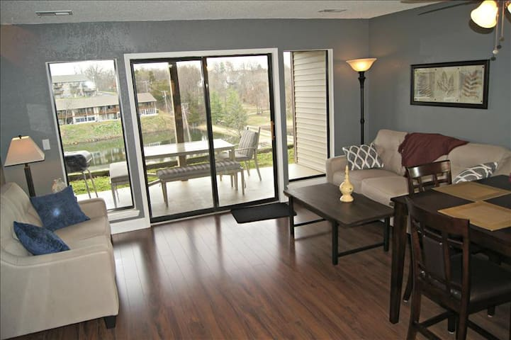 Picture, Perfect View, WIFI, Jetted Tub, IN-Out Pools & More! ( 41-3 ) - Branson - Apartment