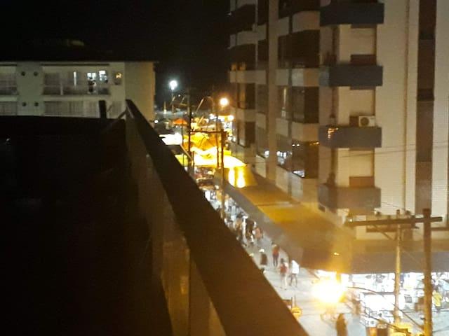 Vista da rua do terraço.