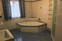 Badezimmer mit dem Whirlpool....