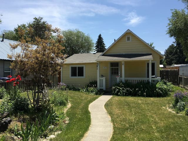 Cozy 1-Bedroom House in Ellensburg