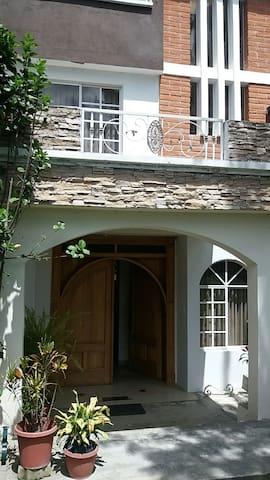 Casa en Tumbaco - B&B -  amplia y bien ubicada