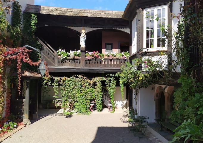 Cour du Chapitre, demeure de maître, appartement