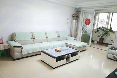 枣庄高铁站铁道游击队纪念馆影视城温馨公寓