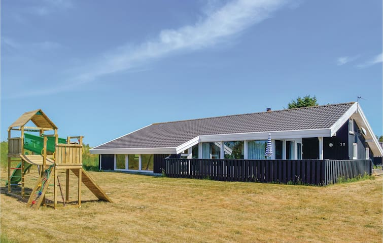 Holiday cottage with 4 bedrooms on 162m² in Bindslev