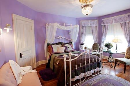 Botsford Briar B&B Wisteria Room - Beacon - Bed & Breakfast