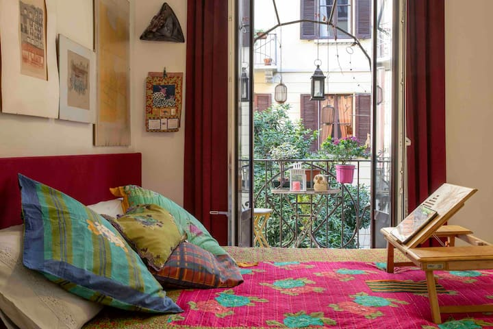 A nice colored room, downtown Milan