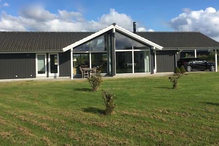 Sommerhus i naturskønt område - Brovst - Blockhütte