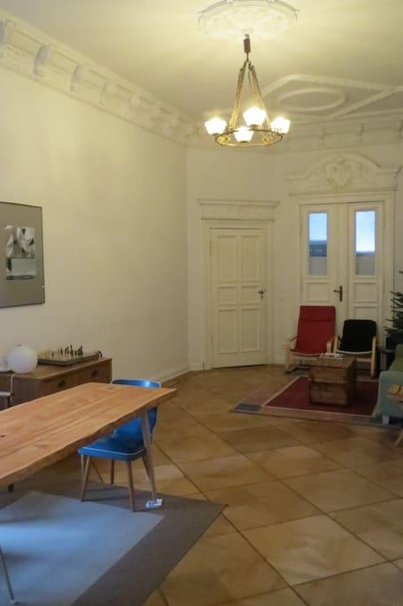 gemeinsames Wohnzimmer (shared living room)