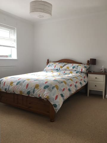 Spacious double room close to Goodwood