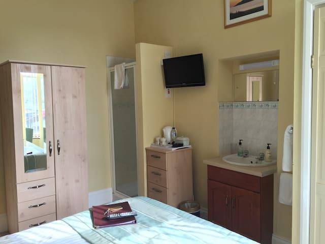Lovely 1st floor room for single use - top spot