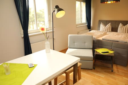 Modernes Einraum-Apartment nah am See