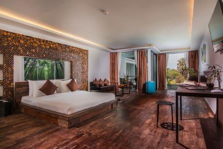 One Bedroom + Breakfast + Included 2 ways transfer - Krong Siem Reap - โรงแรมบูทีค