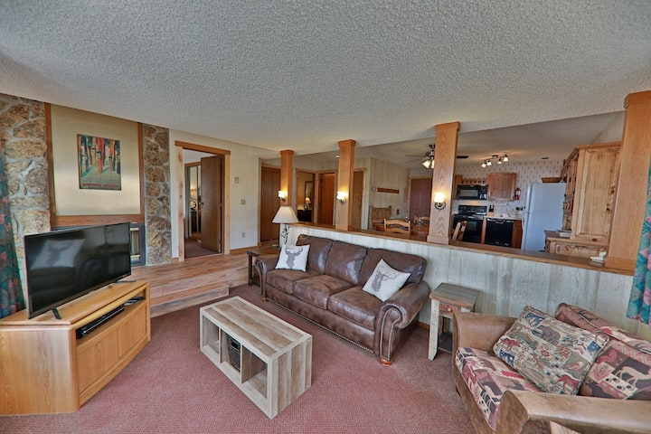 Family-Friendly Condo w/Private Hot Tub, Shared Outdoor Pool, and Free WiFi