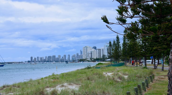 Superb Broadwater Location
