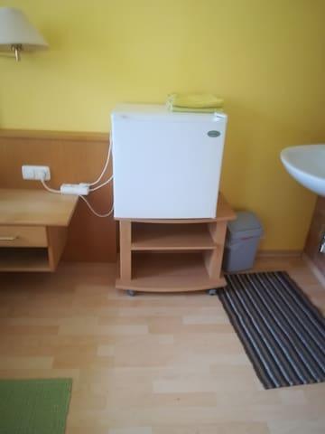 Amlacher Hof Zimmer Leoniesroom mit Kühlschrank